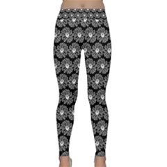 Black And White Gerbera Daisy Vector Tile Pattern Yoga Leggings by creativemom