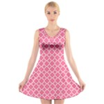 Soft Pink Quatrefoil Pattern V-Neck Sleeveless Dress