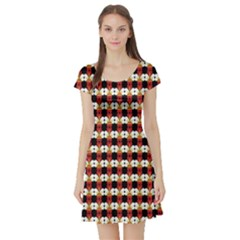 Queen Of Hearts  Hat Pattern King Short Sleeve Skater Dress by Jojostore
