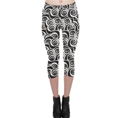 Black Flower Pattern With Black And White Roses Flowers Capri Leggings