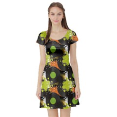 Dark Pattern Will Tile Endlessly Vinyl Record Pattern Short Sleeve Skater Dress