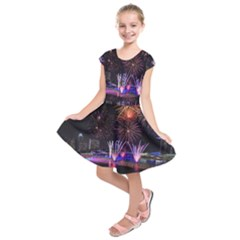 Singapore The Happy New Year Hotel Celebration Laser Light Fireworks Marina Bay Kids  Short Sleeve Dress by Sapixe